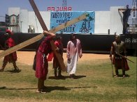Mazatlán: Simon of Cyrene carries the cross, image from PAJUMA
