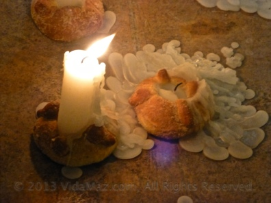 "Pan de muerto/""dead bread"" used as candle holders"