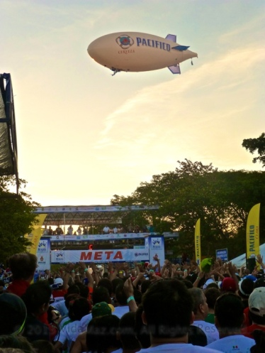 The Pacífico blimp over the starting line