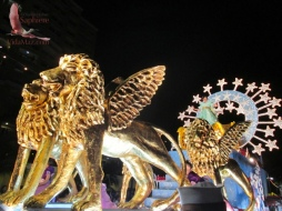 Queen Suzset's float