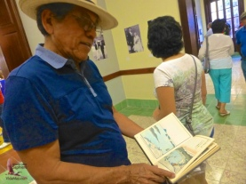 Joaquín Hernández with the book