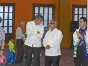 Guillermo Osuna, volunteer extraordinaire, speaks with Dr. Kuroda