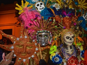 I loved how this Katrina had so many faces, thanks to Carnaval/DOD masks.