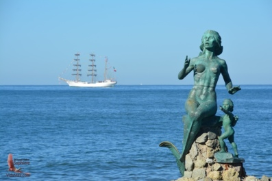 Our mermaid and the Cuauhtémoc