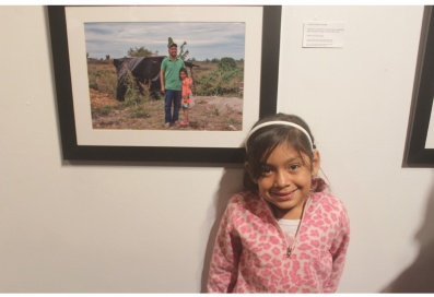 "Katia Galindo Ávila de la Colonia San Antonio, con ""Cuando es más grande el corazón que la necesidad"", her photo ""When the Heart is Larger than Basic Necessities"""