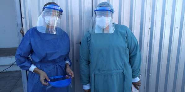 Recent donation of homemade face shields from Ernesto Guerrero to ISSSTE